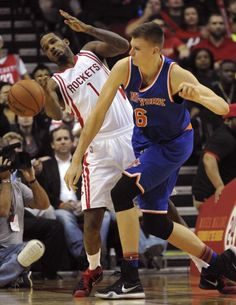 New York Knicks forward Kristaps Porzingis (6) and