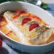 Cola de pescadilla al horno (o microondas) con tomate y queso