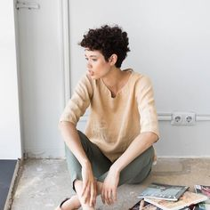 Loose linen top JANUARY / Washed linen loose top / available in 37 colors Undercut Curly Hair, Curly Pixie Haircuts, Pixie Haircut Styles, Undercut Hairstyles, Easy Hairstyles, Curly Hair Styles, Natural Hair Styles, Not Perfect Linen, Pelo Natural