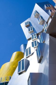 an MIT building,  Cambridge, Massachusetts // Frank Gehry