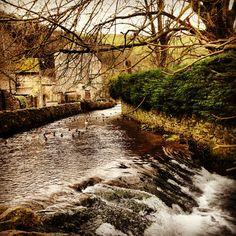 Castleton, Peak District UK. Photo by keelycc.