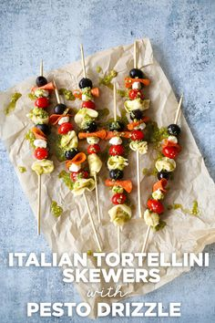 These fun and elegant Italian Tortellini Skewers with Pesto Drizzle are the perfect appetizer or serve them as a light summer dinner. Skewer Appetizers, No Cook Appetizers, Light Appetizers, Appetizer Dips, Appetizers For Party, Appetizer Recipes, Tortellini Skewers, Pesto Tortellini, Tortellini Recipes