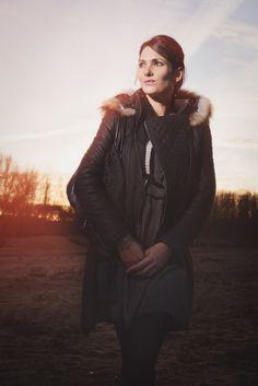 bords+de+Loire+in+France+:+leather+jacket+and+dress+cliquez+sur+une+image+pour+l'agrandir+(click+to+enlarge)+Bonjour+à+tous+et+bienvenue+sur+ce+nouvel+article,+bords+de+Loire+!++Cette+semaine,+je+vous+propose+un+look+avec+une+association+qui+me+[…] Goth, About Me Blog, France, Style, Fashion, Leather Jackets, Welcome, Bonjour, Gothic
