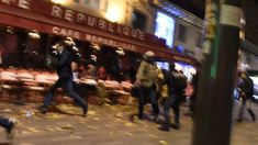 Attentato a Parigi: il panico nelle strade Ricordiamo oggi un fatto di cronaca passato che però resta vivo nella memoria di tutto il mondo: l'attentato a Parigi nei pressi degli Champs Elysee. Un evento che ha scosso i cittadini di terrore ma anche gli occhi del resto dei paesi incollati tremanti davanti ai telegiornali. #attentato #news #rterroristi #parigi