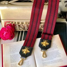 Best Gifts For Mum, Great Gifts For Girlfriend, Diy Bag Strap, Purse Strap, Vintage Bee, Purses And Handbags, Retro Fashion, Bag Accessories, Red Handbag
