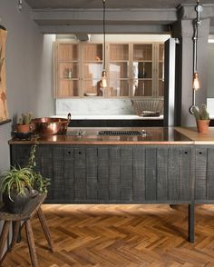 For our Tysoe St. Sebastian Cox Kitchen display we kept the cupboards simple, just as they should be, and added a little comfort and warmth into the kitchen with a perfectly aged copper worktop and rustic oak parquet floor. Kitchen Design Trends 2018, Simple Kitchen Design, Kitchen Designs, Kitchen Ideas, Kitchen Decor, Devol Kitchens, Kitchen Display, Basement Kitchen, Kitchen Laminate