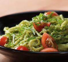 Aprende a hacer ésta receta vegana! Una receta fácil y sabrosa paso a paso. Se trata de Pasta vegana al pesto. ¡Hazla ya!
