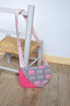 Pochette glamour et petits sacs girly - Women's Handbags Diy Couture Cadeau, Cat Flowers, Girly, Diy Handbag, Fashion Handbags, Paris Fashion, Sewing Patterns, Sewing Ideas, Glamour