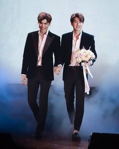 TharnType the series 👬❤ Mew Suppasit & Gulf Kanawut Cute Actors, Handsome Actors, Perfect Couple, Best Couple, Pretty Boys, Cute Boys, Wallpaper Wedding, Wedding Notes, Cute Asian Guys