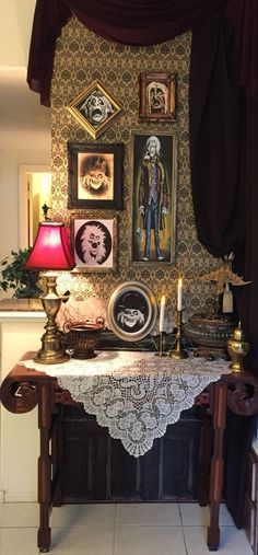Previous pinner:: My own props Haunted Mansion 2015 : hanging man and ghost frames Haunted Mansion Decor, Haunted Mansion Halloween, Casa Halloween, Haunted Hotel, Disney Halloween, Holidays Halloween, Halloween Party, Halloween Decorations, Halloween Ideas