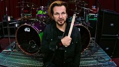 Rikki Rockett (Poison) se apunta también a los 'video-blogs'