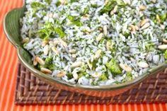 Ingredientes 2 xícaras (chá) de arroz branco ou integral cozido (clique aqui para ver nossa dica para um arroz soltinho) 2 xícaras (chá) de brócolis pré cozidos bem al dente, cortados em pedaços pequenos 2 colheres (sopa) de manteiga deSaiba Mais +