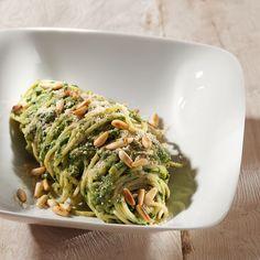 Rezept aus VEGAN FOR YOUTH, DIE ATTILA HILDMANN TRIÄT: Reisspaghetti mit Spinat-Mandel-Creme