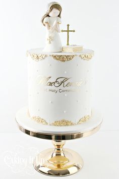 A clean and simple one tier white and gold holy communion cake with gold detailing and fondant toppers. www.cakingitup.com.au www.facebook.com/cakingitup www.vimeo.com/ondemand/cakingitup