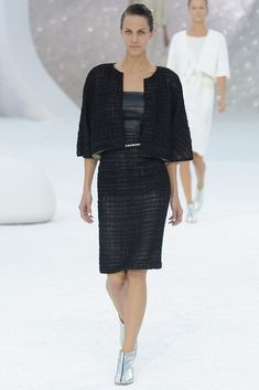 See the complete Chanel Spring 2012 Ready-to-Wear collection.