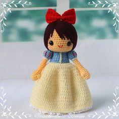 Patrón de pago: Blancanieves (en inglés). Sabiendo hacer un muñeco sencillo no puede ser muy difícil sacar esto.  *s*