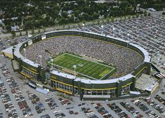 "whoever said that disney world was the ""happiest place on earth"" had obviously never been to lambeau field"