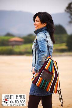 Esta mochila está confeccionada con una tela gruesa muy resistente 7e0db99be65