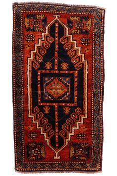 Malatya Yastik  ORIGIN: Turkey - Malatya AGE: 60 - 70 Years MATERIALS: Pure Lambs Wool DIMENSIONS: 114 x 53 cm