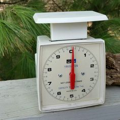 Check out this item in my Etsy shop https://www.etsy.com/listing/261263822/hanson-white-10-lb-kitchen-scale-red