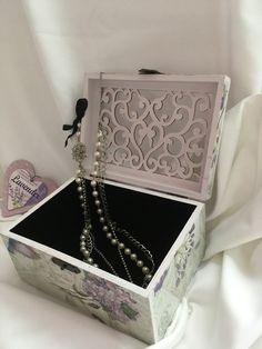 #Vintage #box #jewellery Vintage Box, Decoupage, Decorative Boxes, Jewellery, Home Decor, Paper, Jewels, Decoration Home, Room Decor