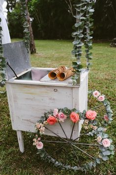 Vintage ice cream cart with flowered wheels via Photo by BlueSpark Photography Ice Cream Stand, Ice Cream Cart, Diy Ice Cream, Ice Cream Cooler, Wedding Desserts, Wedding Decorations, Wedding Ideas, Glace Diy, Ice Cream Wedding