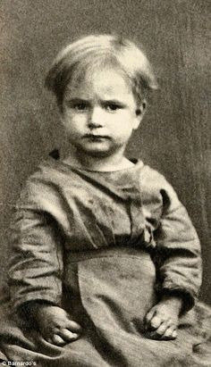 These are the faces of the children of Victorian Britain who found their final resting place in unmarked graves. Today they are being remembered to mark the anniversary of the charity, Barnardo's. Vintage Children Photos, Vintage Photos, Lost Job, Innocent Child, Tudor History, Poor Children, Historical Pictures, Old Photos, Charity