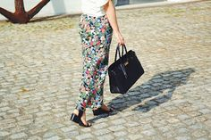 FASHION MAKES YOUR LIFE: FLOWERED PANTS