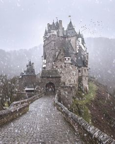 Top 50 Most Beautiful Castles Around The World - - Some of these castles were built to stand for a thousand years. Castle building dates back to the century and continued until the century. Let us take a look at the best 50 Castles Around The World. Us Travel Map, Places To Travel, Places To See, Germany Photography, Travel Photography, Landscape Photography, Photography Ideas, Travelling Germany, Germany Travel