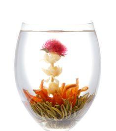 工芸茶専門店クロイソス -CroesuS-   「キャンドルサービス」   幸せのお裾分け、感謝の気持ちを込めて貴方に贈りたいお茶です。  茶種:緑茶 花種:千日紅・ジャスミン・姫百合 産地:中国福建省   ¥360   http://mercure.shop-pro.jp/?pid=21616250