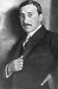 Stefan Zweig - Sus obras estuvieron entre las primeras que protestaron contra la intervención de Alemania en la segunda guerra mundial y fue muy popular entre 1920 y 1930. Escribió novelas, relatos y biografías.