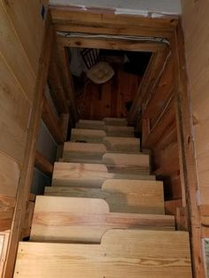 Alternating tread stairs for attic access
