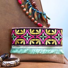 12 Handmade Bags You'll Fall in Love With Boho Clutch, Clutch Bag, Vintage Embroidery, Hand Embroidery, Pochette Diy, Bag Sewing, Diy Accessoires, Diy Handbag, Boho Bags