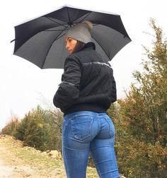 It's raining today so I decided to walk instead of running 😅😊 do you want a video? 😅 Happy Tuesday . Hoy he salido a caminar un poco en lugar de correr porque está lloviendo 😊 queréis vídeo? 😅❤️ feliz martes