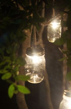 Love the rustic look of these mason jar lights...make 'em to brighten up your garden or porch.