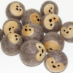 wool felt balls - what an amazing idea!! Pattern is a tutorial for purchase.