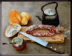 """Argentinian traditional """"salame"""", bread and mate in the country side Love Mate, Argentina Food, Yerba Mate Tea, Keep Calm And Drink, Argentine, Restaurant Concept, Comida Latina, Latin Food, Chorizo"""