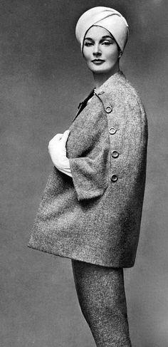 Bronwen Pugh wearing Pierre Balmain photo Georges Saad 1957