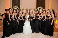 Receber o convite para um casamento é muito especial, mas ser madrinha desse casamento é muito mais especial. Pensando nisso, veja dicas de como se vestir bem para esse casamento seja tão especial para você, como será para os noivos!