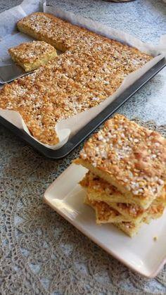 Näitä on tosi nopea leipoa ja maku on myös kohdillaan :) 150 g voita 2 dl sokeria 4 munaa ½ sitruunan raastettu kuori 3 dl vehnäjau...