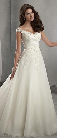 Elegant Organza & Tulle V-neck Neckline Natural Waistline A-line Wedding Dress With Beaded Lace Appliques
