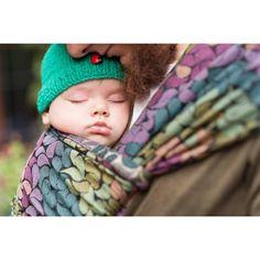 Šátek na nošení dětí LennyLamb Colors Of Rainve složení 100% bavlna. Vhodný na celé nosící období.