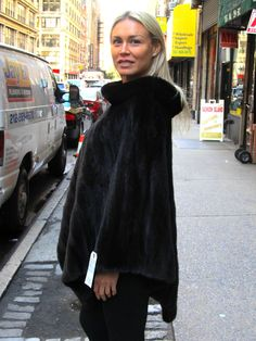 www.cowitfurs.com fur-gallery stoles pre-owned-ranch-mink-female-poncho-size-6-12 ?nomobile=1