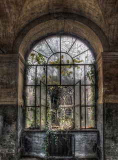 Beautiful window from the past! (rePinned 082613TLK)