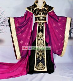 Beautiful Chinese dress in black, gold, and magenta. Beautiful Outfits, Cool Outfits, Mode Kimono, Dress Up, Fantasy Dress, Fantasy Clothes, Chinese Clothing, Chinese Dresses, Medieval Dress