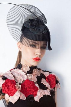 Hitchcock, black crinoline fascinator by Memsahib Couture & Theatrical Millinery. Not a big fan of the headpiece, but the whole outfit together looks beautiful. Love the top... Red roses