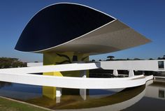 Novo Museu, Oscar Niemayer, Brazija, 2002    http://en.wikipedia.org/wiki/Oscar_Niemeyer_Museum
