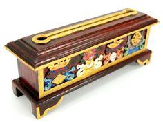 Beautiful box (incense are inside ;))  http://www.etnobazar.pl/search/ca:zapach-aromat-i-klimat?limit=128