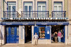 the series carries us through the portuguese capital to encounter 30 historical shops, their often ornately decorated façades and their passionate business owners.