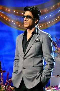 Shah Rukh Khan on the sets of Tarak Mehta Ka Oolta Chashma promoting Chennai Express #Bollywood #Fashion